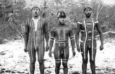 Según libro, el exterminio de los selk'nam fue ordenado por el mayor latifundista de Magallanes Después de varios años de in... Body Painting Men, Australian Aboriginals, Melbourne Museum, Indigenous Tribes, Tribal People, African Tribes, History Of Photography, Human Art, Underwear