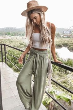 Cute Spring Outfits Style Estate 10. #fashion #summerfashion #womensfashion #outfits