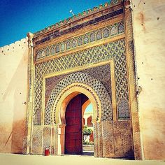 #Repost @thewaytotravel  An impressive gate in the walls of #Meknes ex-capital of #Morocco and today a UNESCO world heritage site because of its influence on architecture especially in the Spanish-Moorish style. You can't miss these huge gates around the main square as well as the snake-charmers that are thrown in for good measure. by lovelovetravelblog