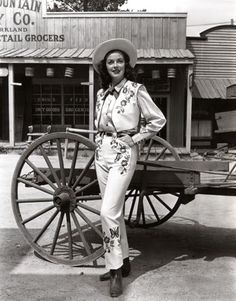 Vintage Glamour Girls: Marguerite Chapman Vintage Western Wear, Vintage Cowgirl, Cowgirl Style, Vintage Posters, Vintage Photos, Sandra Day O'connor, Country Style Outfits, Mexican Fashion, Cowboy Christmas