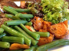 Bijzonder, lekker, gezond en volgens de Voedselzandloper: Kipkarbonade met abrikozen, zoete aardappel en sperziebonen.