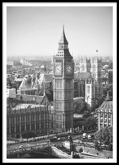 Poster with a photo of Big Ben in London. We have more prints with maps and cities, both text and photographs. www.desenio.com