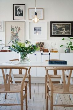 Simple, warm Scandinavian dining room design, with perfect replica wishbone chairs in natural color.