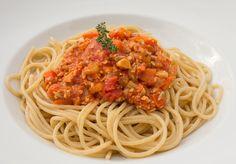 Spaghetti mit veganer Bolognese (zusätzlich zum Gemüse noch gehackte Sonnenblumenkerne geben) /Rezept von einfachbewusst.de