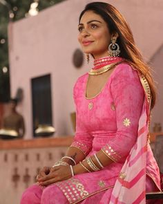 Neeru Bajwa the queen of Pollywood has been ruling the hearts of her fans for a long time and the actress will soon be coming back. Punjabi Suit Simple, Punjabi Suits, Punjabi Fashion, Indian Fashion, Women's Fashion, Dress Indian Style, Indian Outfits, Punjabi Models, Punjabi Actress