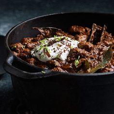 Långkokt chili på högrev med mörk choklad