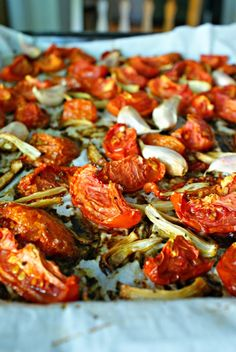 Oven Roasted Tomatoes | thetwobiteclub.com