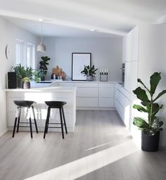 4 Lucky Cool Tips: Simple Minimalist Home Floors vintage minimalist bedroom mid century.Minimalist Home Office Beds minimalist decor diy simple. Home Decor Kitchen, Kitchen Living, Kitchen Interior, New Kitchen, Interior Design Living Room, Kitchen Ideas, Interior Plants, Kitchen Layout, Kitchen Island