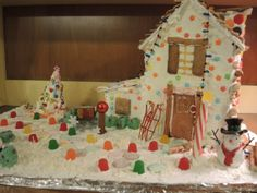 I make a new gingerbread house every year #howdoyouholiday