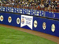 Expos de Montréal — Wikipédia Steve Rogers, Angeles, Basketball Court, Soccer, Montreal Ville, Baseball, Sports, Philadelphia, Baseball Promposals
