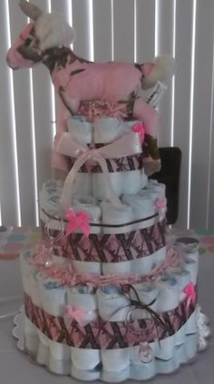 Pink Real Tree Diaper Cake realtree pink camo by melva Baby Shower Parties, Baby Shower Themes, Baby Shower Gifts, Baby Gifts, Baby Showers, Shower Ideas, Pink Camo Baby, Camo Baby Stuff, Baby Shower Camo