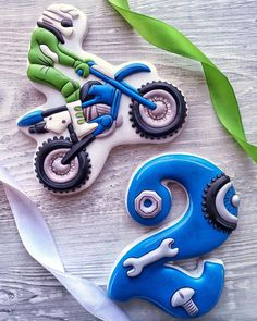 Baby Boy Cookies, Cookies For Kids, Patisserie Design, Birthday Cookies, Childrens Party, Cookie Decorating, Sugar Cookies, Icing, Transportation