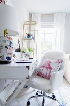 7 Sure-Fire Ways to Organize a Combination Office — J'adore le Décor Diy Organisation, Linen Closet Organization, Home Office Organization, Home Office Decor, Organizing Ideas, Home Decor, Small Space Interior Design, Decorating Small Spaces, Decorating Your Home