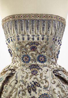 シャネル、ディオール、サンローラン、ヴィオネなどの傑作、約90点がパリ・オートクチュール展に集結 | ニュース - ファッションプレス