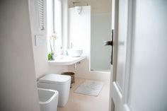 Sfoglia immagini di Bagno in stile in stile Mediterraneo e di colore bianco : Appartamento al mare. Lasciati ispirare dalle nostre immagini per trovare l'idea perfetta per la tua casa.