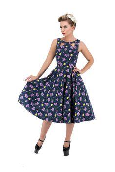 Super smuk kjole, som er forestillet af blødt elastisk bomuld og med fantastiske lyse pink liljer som motiv.Kan bruges til både hverdag og fest! For ekstra fylde i skørtet,anbefaler vi petticoat(60 cm.) Størrelser: XS-2XL. Materiale: 97% bomuld, 3% elasthan. Produktkode:10281