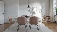 Pink kitchen chairs from Gubi. Ideas how to decorate with the biggest trends Kitchen Chairs, Dining Chairs, Living Room Chairs, Living Room Decor, Modern Scandinavian Interior, Dining Nook, Dining Room Inspiration, Eclectic Decor, Decoration