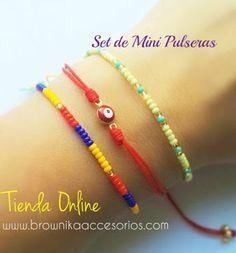 Set de 3 Mini Pulseras en Mostacillas e Hilo. Cute Bracelets, Seed Bead Bracelets, Handmade Bracelets, Fashion Bracelets, Friendship Bracelets, I Love Jewelry, Diy Jewelry, Beaded Jewelry, Handmade Jewelry