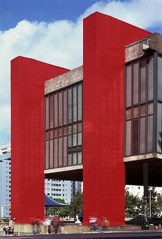 MASP, São Paulo :: Projeto Lina Bo Bardi, 1968 - it's an art using colour in architecture