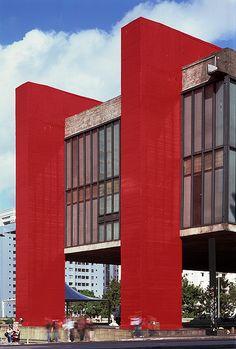 MASP, São Paulo :: Projeto Lina Bo Bardi, 1968.  Sao Paulo, BRAZIL