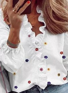 Style Désinvolte Chic, Chic Type, Womens Fashion Online, Latest Fashion For Women, Strand Design, Chemise Fashion, Fashion Blouses, Women's Fashion, Printed Blouse