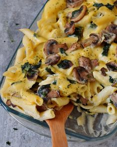 Vegan pasta bake recipe with cauliflower, mushrooms and spinach. This plant-based dinner or lunch is gluten-free, healthy, low-fat, and easy to make. Recipe for vegan cheese sauce included. Vegan Pasta Bake, Gluten Free Pasta, Baked Pasta Recipes, Cheesy Recipes, Tofu, Vegan Vegetarian, Vegetarian Recipes, Vegan Casserole, Noodle Casserole