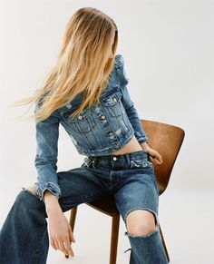Discover the new ZARA collection online. The latest trends for Woman, Man, Kids and next season's ad campaigns. Double Denim, Denim Editorial, Editorial Fashion, Fashion Gallery, Fashion Shoot, Denim Fashion, Trendy Fashion, Fashion Trends, Denim Studio