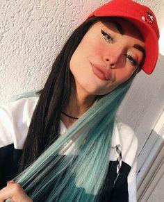 A mais TOPP💙♥ Two Color Hair, Cool Hair Color, Dye My Hair, New Hair, Pelo Color Azul, Split Dyed Hair, Natural Hair Styles, Short Hair Styles, Pinterest Hair