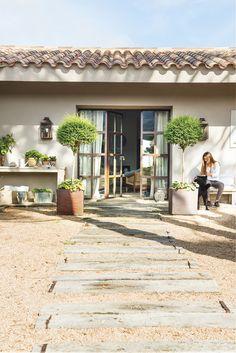 mediterranean style homes exterior Mediterranean Style Homes, Spanish Style Homes, Relaxing Places, My Dream Home, Outdoor Gardens, Countryside, Outdoor Living, Pergola, Backyard