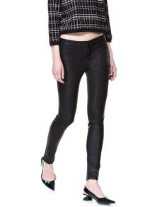 5B Coated Trousers in black by Zara (Portugal) €30. 64% Cotton, 32% Polyester, 4% Elastane. Ref. 7215/241.