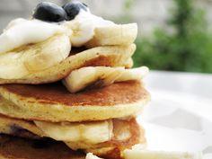 Pancakes cu banane si afine Cooking Time, Pancakes, Breakfast, Food, Banana, Bebe, Morning Coffee, Essen, Pancake