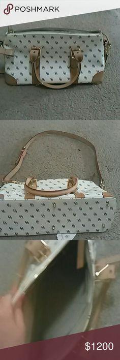 Dooney & Bourke purse Dooney & Bourke purse in excellent condition Dooney & Bourke Bags Shoulder Bags