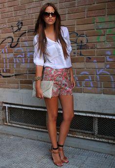 Paisley  , Bershka en Camisas / Blusas, H en Pantalones cortos, Zara en Tacones / Plataformas, Blanco en Clutches