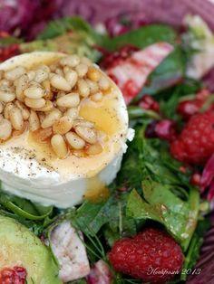 Und weiter gehts mit Sommersalaten  aus der Deli  (da haben mich so einige angelacht..).   Diesmal sehr farbenfroh - ein Salat mit Himbeeren...