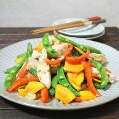 カラフル野菜と鶏肉のクミン炒め by kitten遊びさん | レシピブログ - 料理ブログのレシピ満載! βカロチンやビタミンCが摂れる野菜を塩麹に漬けた鶏肉と抗がん効果が期待出来るクミンをスパイスに使って炒めます♪