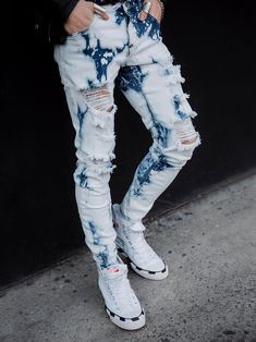 #BleachedDenim #BleachedJeans #RippedJeans #StreetWear #StreetStyle #UrbanStyle #MenStreetStyle #Streetwear Men Street Look, Street Wear, Street Style, Ripped Jeans Style, Skinny Jeans, Urban Fashion, Mens Fashion, Joggers, Sweatpants