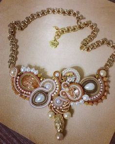 Collana KIMA handmade soutache #soutache #kima #necklace #collana #jewelry #summer #beige #shabby #filincantobymadreperla #catena #handmadejewelry #madeinitlay #picoftheday