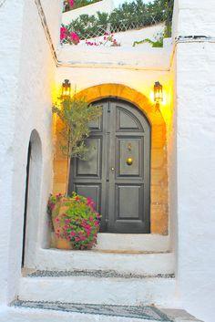 TRAVEL'IN GREECE I Lovely door in Lindos, Rhodes