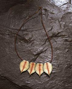 Mira este artículo en mi tienda de Etsy: https://www.etsy.com/listing/263270947/green-leaves-necklace-fairy-style-boho