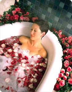 Benefits of #Rosewater_  Benefits of rose water in skin care_    The benefits of rose water are numerous and include antibacterial, soothing, healing and antiseptic properties. When starting using rose water it is very important to be sure that the product is 100% natural, thus you can take advantage of all its benefits.