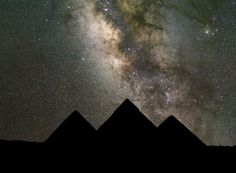 A Planetary alignment of mercury, Saturn, and Venus over the Giza pyramids