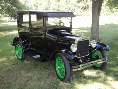 1927 Ford-Model-T-Tudor to leave wedding in