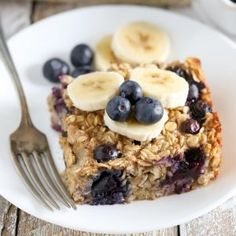 Blueberry Banana Baked Oatmeal Recipes This Blueberry Banana Baked Oatmeal is easy to make and perfect for a quick, healthy breakfast! Breakfast And Brunch, Breakfast Dishes, Healthy Breakfast Recipes, Healthy Recipes, Breakfast Ideas, Cheap Recipes, Dinner Healthy, Healthy Snacks, Baked Oatmeal Cups
