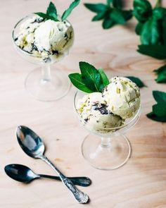 Basilikum-Minze-Eis