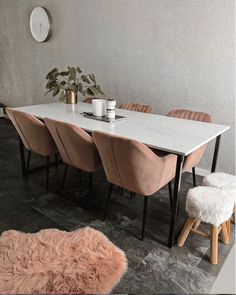 Geometric Furniture, Metal Furniture, Diy Resin Wood Table, Cosy Apartment, Diner Table, Elle Decor, Living Room Interior, Interior Design Inspiration, Dining Room Table