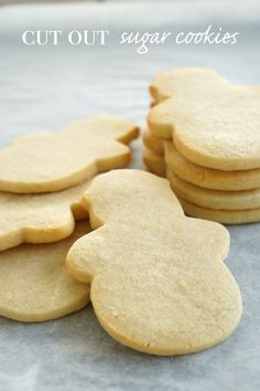 Get the best ever sugar cookie dough baking tips and recipe right here. Use this dough to make tasty cut out cookies for Christmas, birthdays, Valentine's Day or any occasion. Sugar Cookie Cutout Recipe, Cut Out Cookie Recipe, Rolled Sugar Cookies, Sugar Cookie Dough, Best Sugar Cookies, Cut Out Cookies, Sugar Cookies Recipe, Cookie Icing, Baking Basics