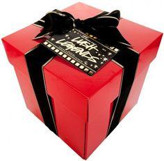 Alle produktene som er inne i en av våre Lush Legends er en gave i seg selv, ikke sant? Åpne denne gigantiske, dekadente boksen full av gods... Lush, Perfume, Container, Makeup, Cosmetic Stores, Deodorant, Soaps, Hand Made, Maquillaje