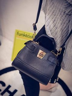 Keterangan Tas Import AS21143 Black tinggi 17cm lebar 21cm tebal 9cm cara buka lock tali panjang ada  bahan leather syntetic