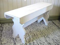 Maalaisromanttinen valkoinen penkki / Rustic white bench