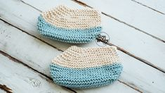 In this tutorial, you'll learn how to knit an easy pair of beautiful slippers, step by step. This free pattern comes in 3 sizes, and is made in Garter stitch, using straight needles. Learn How To Knit, How To Start Knitting, Knitting Patterns, Crochet Patterns, Knitted Hats, Crochet Hats, Baby Slippers, Knitting Accessories, Garter Stitch
